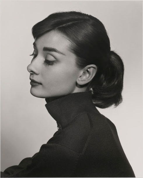 Portrait yousuf-karsh-audrey-hepburn-1956-profile-portait-high-quality