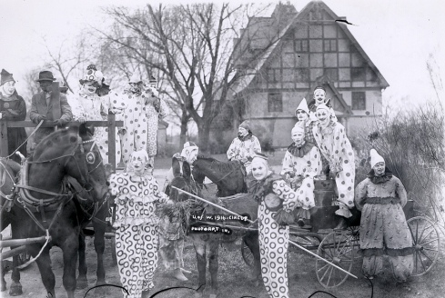 clown group photo1916_clowns