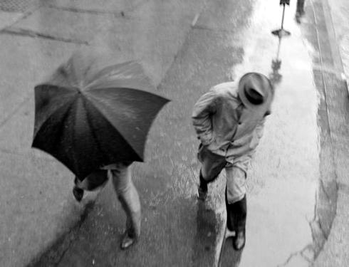 caught in th rain New York Museum of MN117383-2