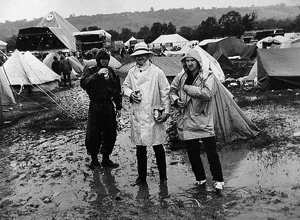caught in th rain_glastonbury-85-ely-wet